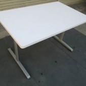 オカムラ W1200ミーティングテーブル (2)